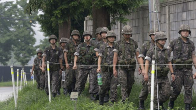 150821024752_south_korean_army_soldiers_640x360_ap
